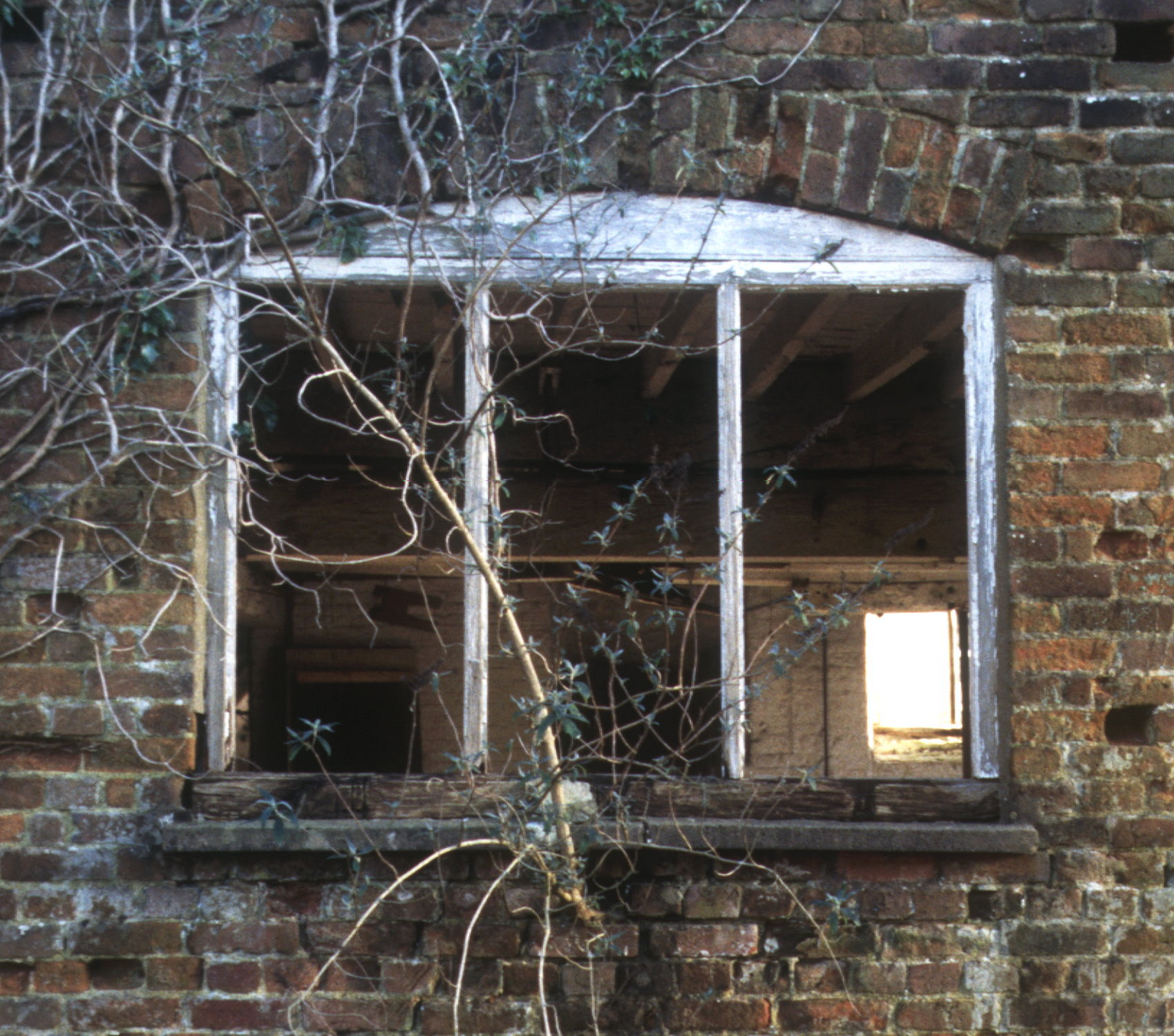 holcombe-mill-feb2000-window